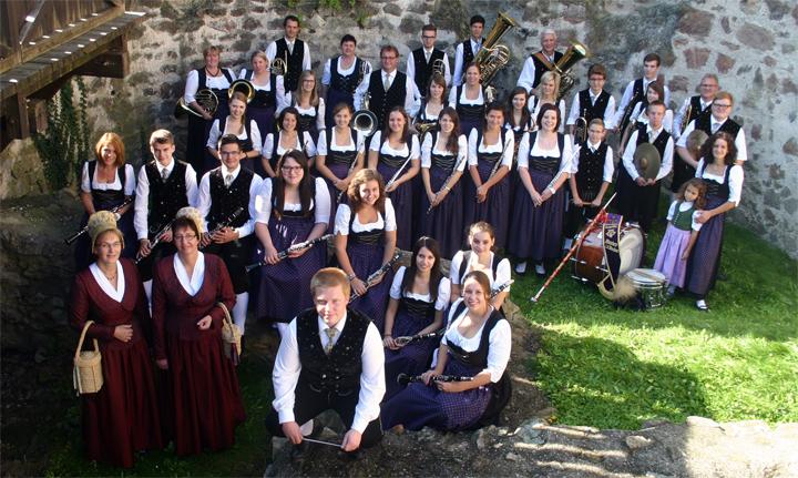 Gruppenfoto der Trachtenkapelle Mautern